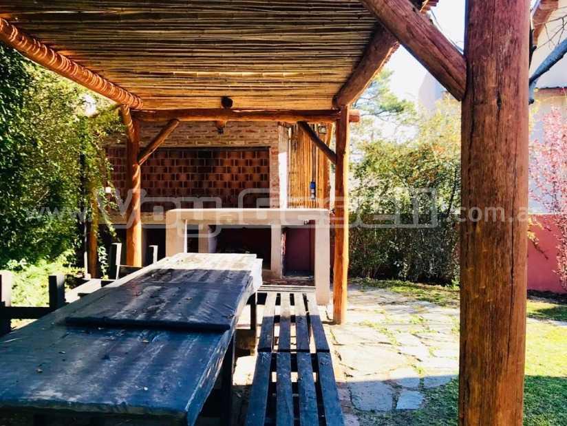 Alquilo Hostel La Deseada en Villa Gesell.