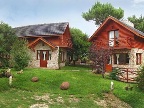 Los Ciruelos: Complejo de Cabañas en Villa Gesell.