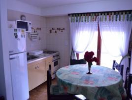 Alquilo Departamentos con Servicios Rosas Rojas en Villa Gesell.