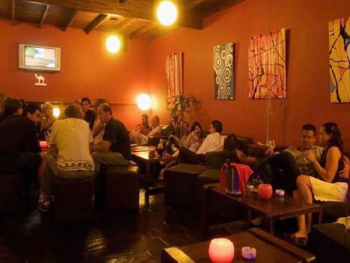La Vieja Jirafa: Cafeteria - Pub-Bar - Resto Bar en Villa Gesell, zona Centro Comercial.