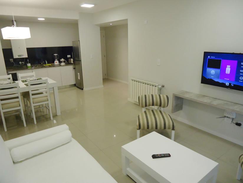 108 y el Mar 2A: Departamento en Villa Gesell zona Centro Comercial.