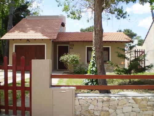 Alquilo Chalet La empedrada I en Villa Gesell zona Centro.