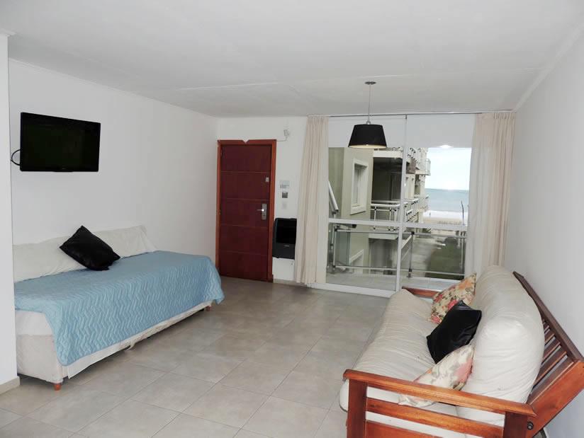 Playa 111 3 Amb: Departamento en Villa Gesell zona Centro Comercial.
