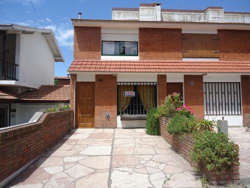 Duplex Analia: Casa en Villa Gesell zona Sur.
