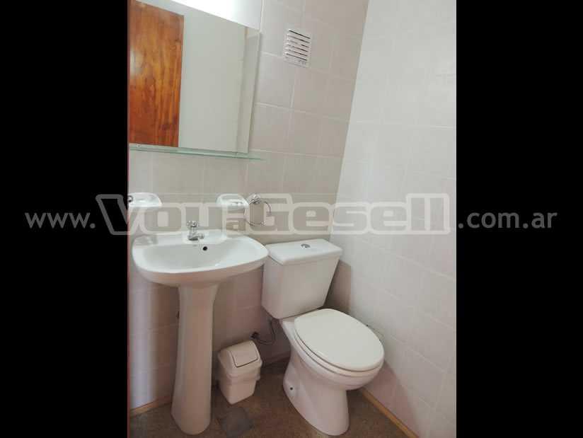 Alquilo Departamento Arlequin 3 y 109 2 Amb en Villa Gesell zona Centro Comercial.