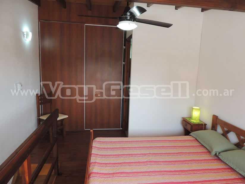 Arlequin 3 y 109: Departamento en Villa Gesell zona Centro Comercial.