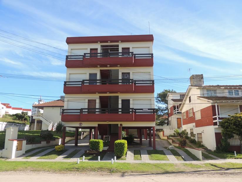 Alquilo Departamento Canaima depto 1 en Villa Gesell zona Sur.