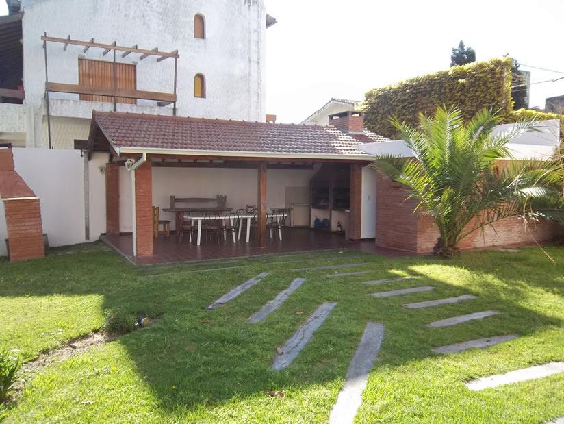 Casa Magna 3 Ambientes: Departamento en Villa Gesell zona Centro Comercial.