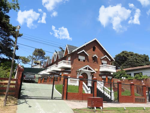 Alquilo Departamento Caracoles en Villa Gesell zona Centro.