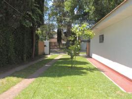 Domingo: Casa en Villa Gesell zona Centro Comercial.
