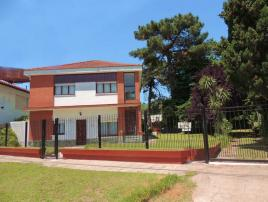 Edificio Drina 3A: Departamento en Villa Gesell zona Centro Comercial.