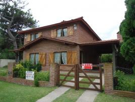 Casa JD: Casa en Villa Gesell