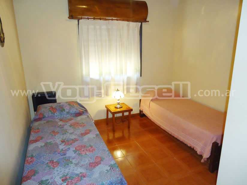 Alquilo Casa La 129 en Villa Gesell zona Centro.