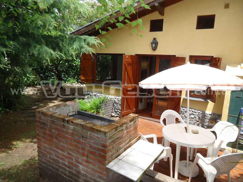 Los Abetos: Casa en Villa Gesell zona Centro Comercial.