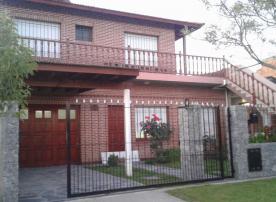 Piedra Azul: Casa en Villa Gesell zona Centro.