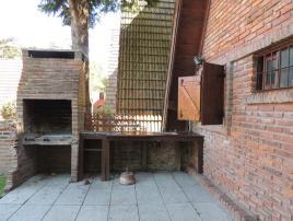 Alquilo Casa Victoria en Villa Gesell zona Centro Comercial.