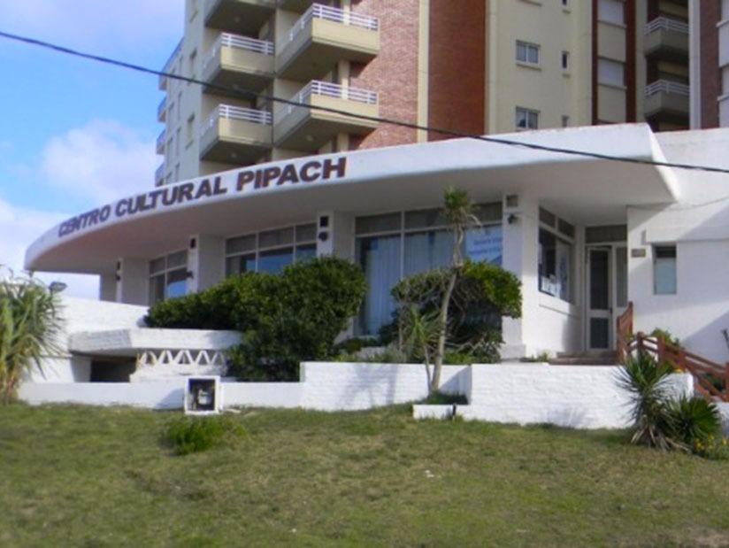 Pipach: Centro Cultural en Villa Gesell.