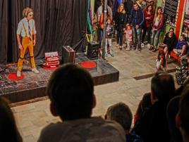 Paseo de Arte y Cultura: Paseo Comercial en Villa Gesell.