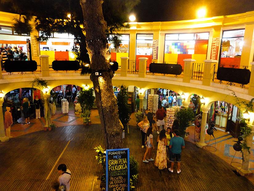 Pueblo Español: Paseo Comercial en Villa Gesell.