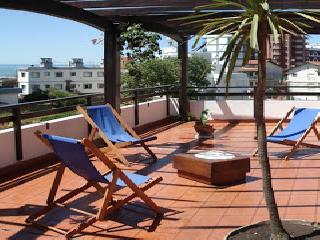 Hotel Santa Barbara en Villa Gesell zona Centro Comercial